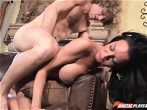 Veronica Avluv gets cream tongued off her honeypot