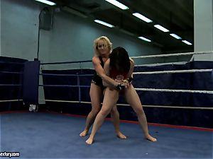 Aagell Summers and Kathia Nobili torrid fight nude