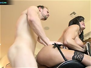 Pretty woman Lisa Ann craving for a man's testicle tonic