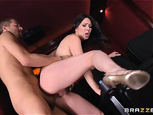 Bad mom Rayveness plumbs red-hot dude in porno theatre