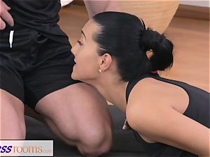 FitnessRooms Gym Bunny porks individual fitness trainer