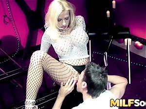 milf Michelle Thorne gets anal humping