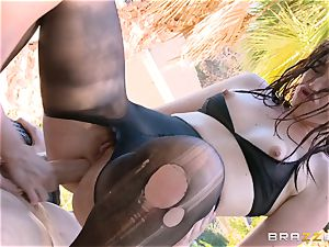 Jennifer white and Jodi Taylor anal invasion three way