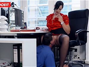 huge-titted German assistant fellating large pipe at the office