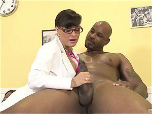 Lisa Ann super-sexy cougar medic