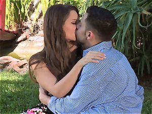 Facade Sn 4 go on a super-steamy picnic with wondrous Cassidy Klein