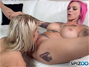 Alix Lynx and Anna Bell Peaks play with minge crevice
