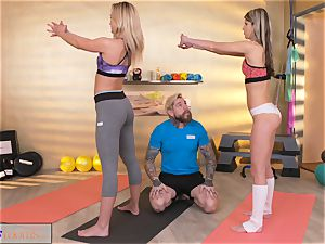 fitness rooms kinky femmes seduce big man-meat gym trainer