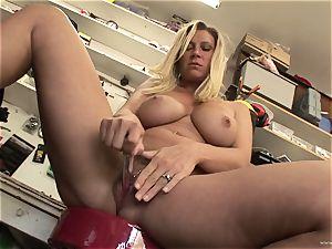 warm Devon Lee likes taunting her tasty raw bud